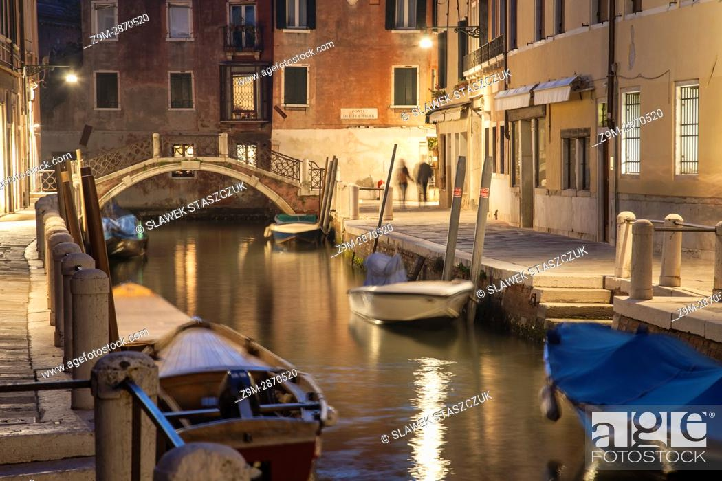 Photo de stock: Evening in Dorsoduro district of Venice, Italy.
