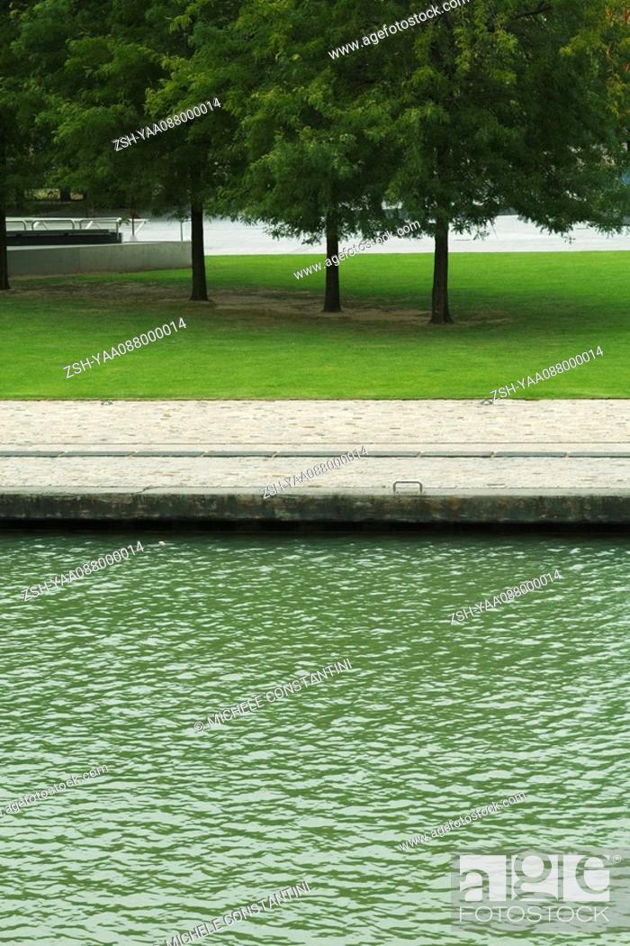 Stock Photo: Tranquil park scene.