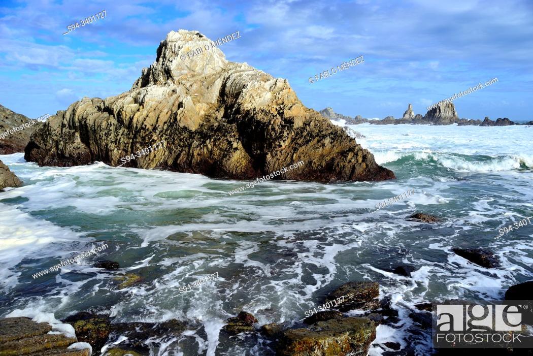Imagen: Gueirua beach, Santa Marina, Cudillero, Asturias, Spain.