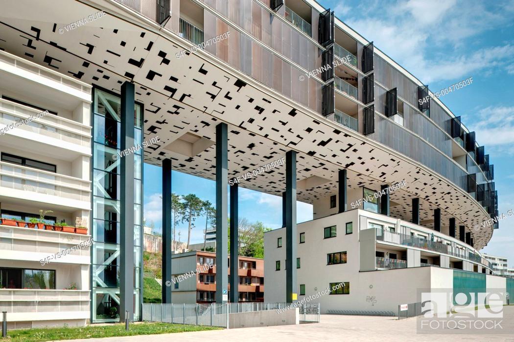 Stock Photo: Österreich, Wien, Liesing, moderne Wohnhausanlage Riverside.