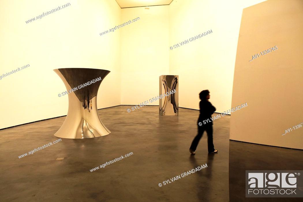 Stock Photo: Spain, Basque Country, Bilbao, Guggenheim Museum, exhibition of indian artist Anish Kapoor.