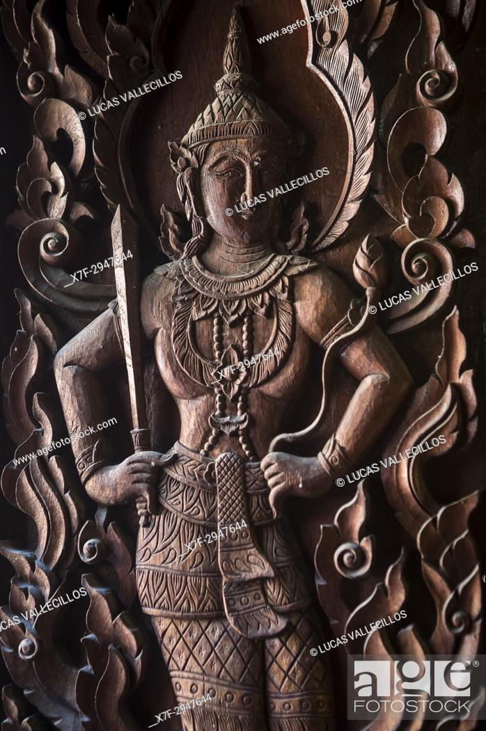 Imagen: Bas relief, in Wat Phra Singh temple, Chiang Mai, Thailand.