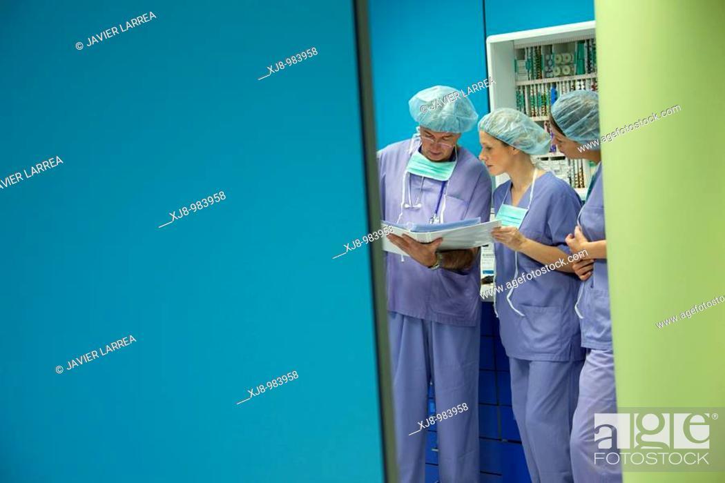 Stock Photo: Surgeons, surgical block. Hospital Policlinica Gipuzkoa, San Sebastian, Donostia, Euskadi, Spai.