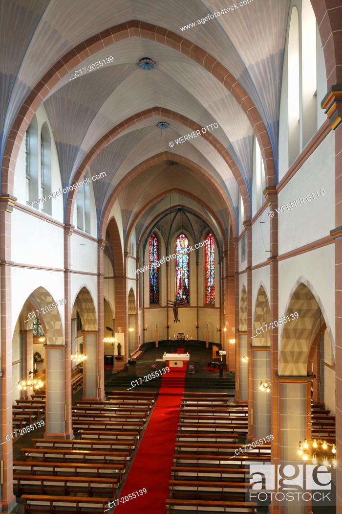 Imagen: Germany, Oberhausen, Ruhr area, Lower Rhine, Rhineland, North Rhine-Westphalia, NRW, St. Marien church, catholic church, parish church, interior view.