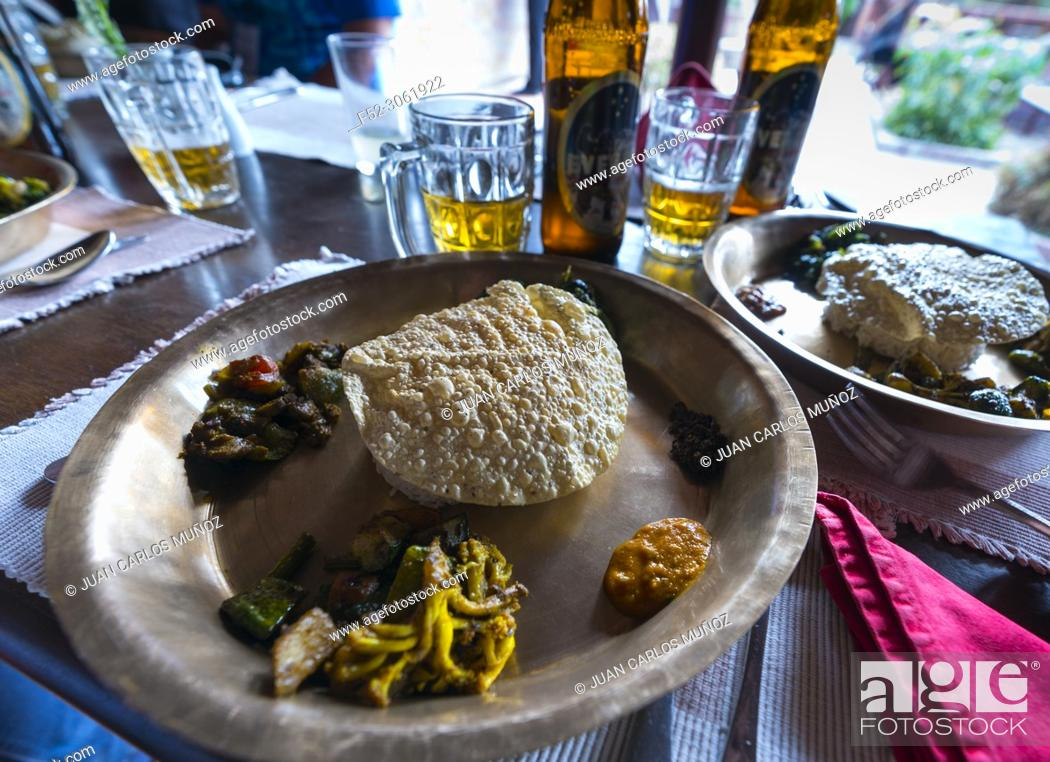 Photo de stock: Everest local beer, nepali traditional food, Patan Museum, Durbar Marg, Patan, Lalitpur Metropolitan City, Kathmandu Valley, Nepal, Asia.