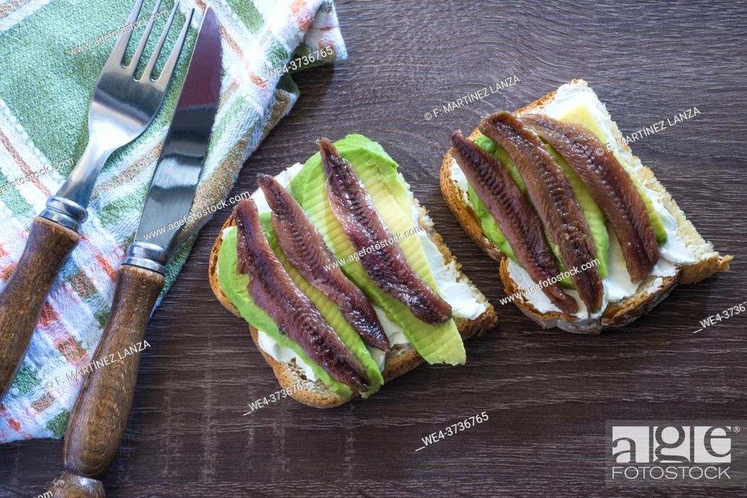 Imagen: Spreadable cheese with avocado and anchovies.