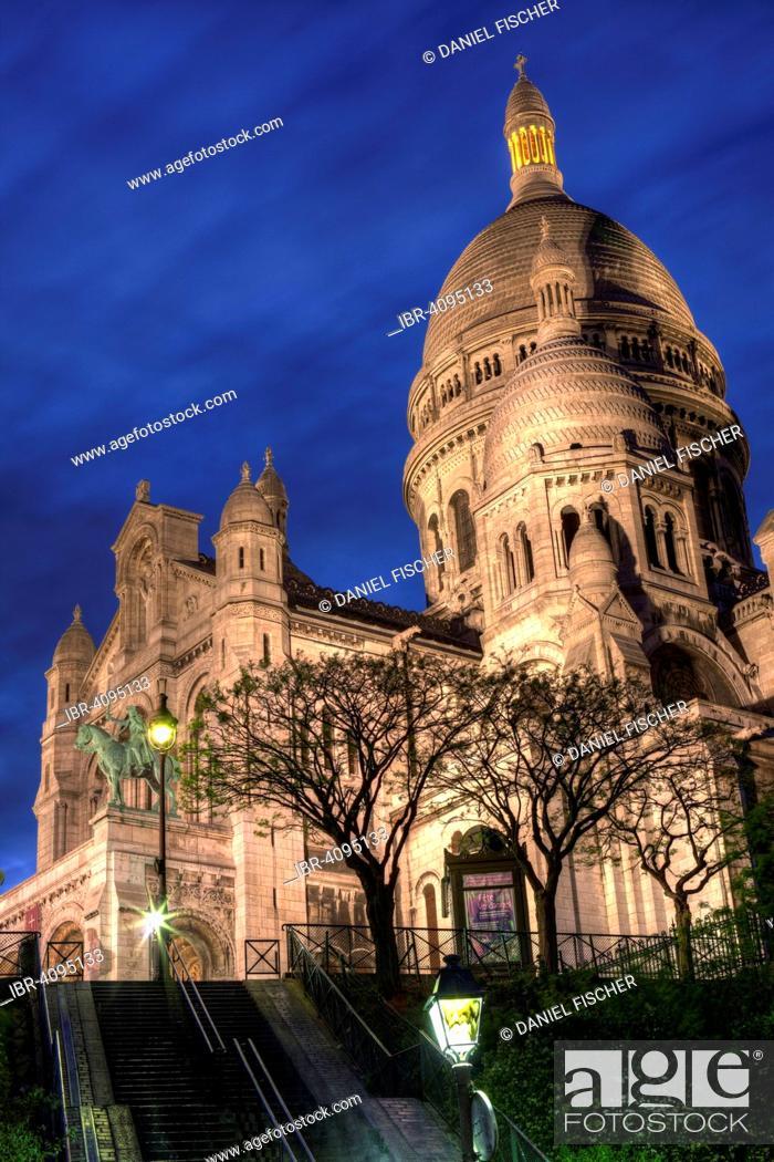 Stock Photo: Sacre Coeur in the evening, Montmartre, Paris, France.