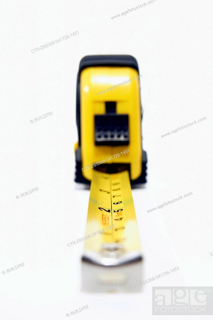 Imagen: Cutout of a metal tape measure.