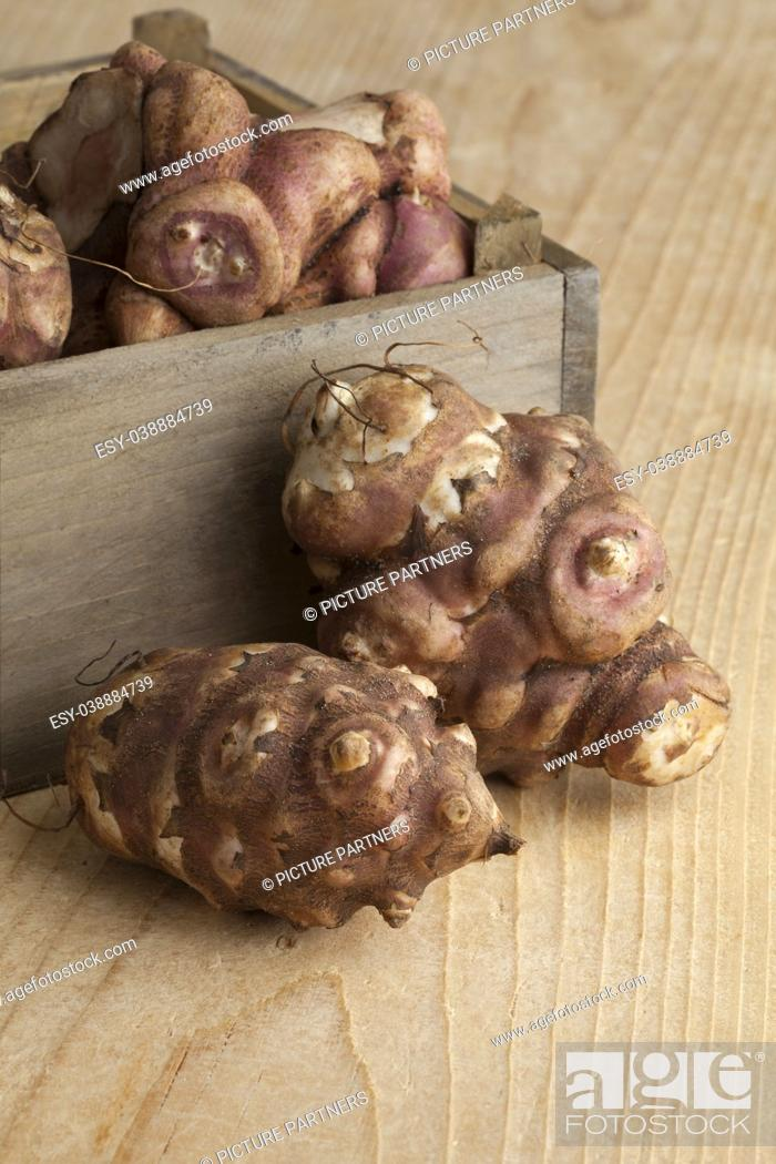 Stock Photo: Fresh picked Jerusalem artichokes in a box.
