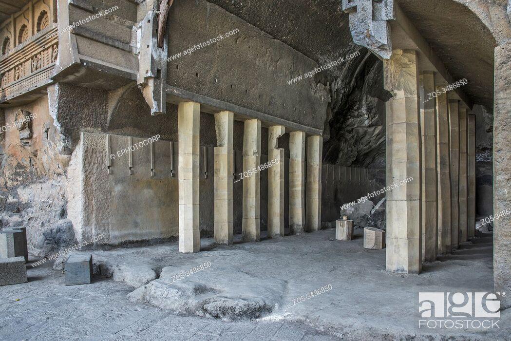 Imagen: Kondana Caves, Karjat, Maharashtra, India : Interior of Chaitya hall showing restored pillars.