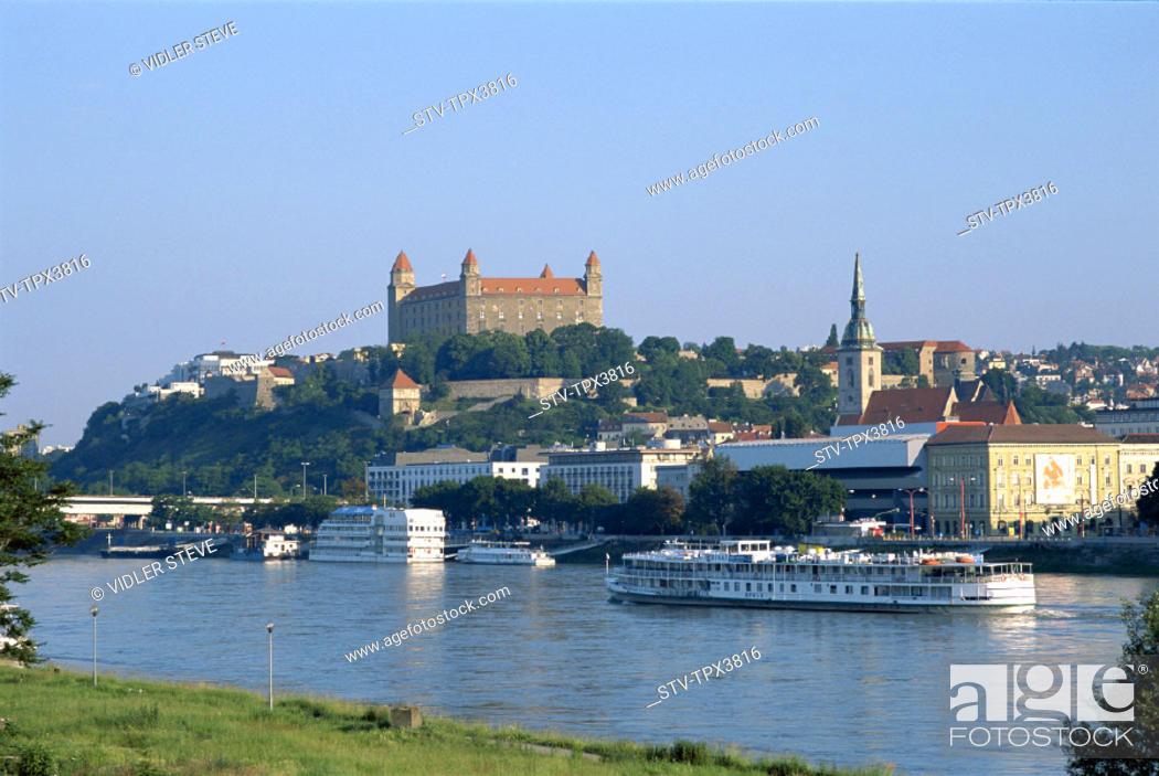 Imagen: Bratislavia, City, Danube, Holiday, Landmark, River, Skyline, Slovakia, Europe, Tourism, Travel, Vacation,.
