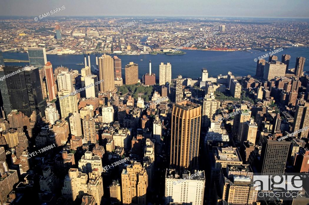 Stock Photo: Old and new buildings forming the vast cityscape of Manhattan seen from the Empire State Building, New York, USA.