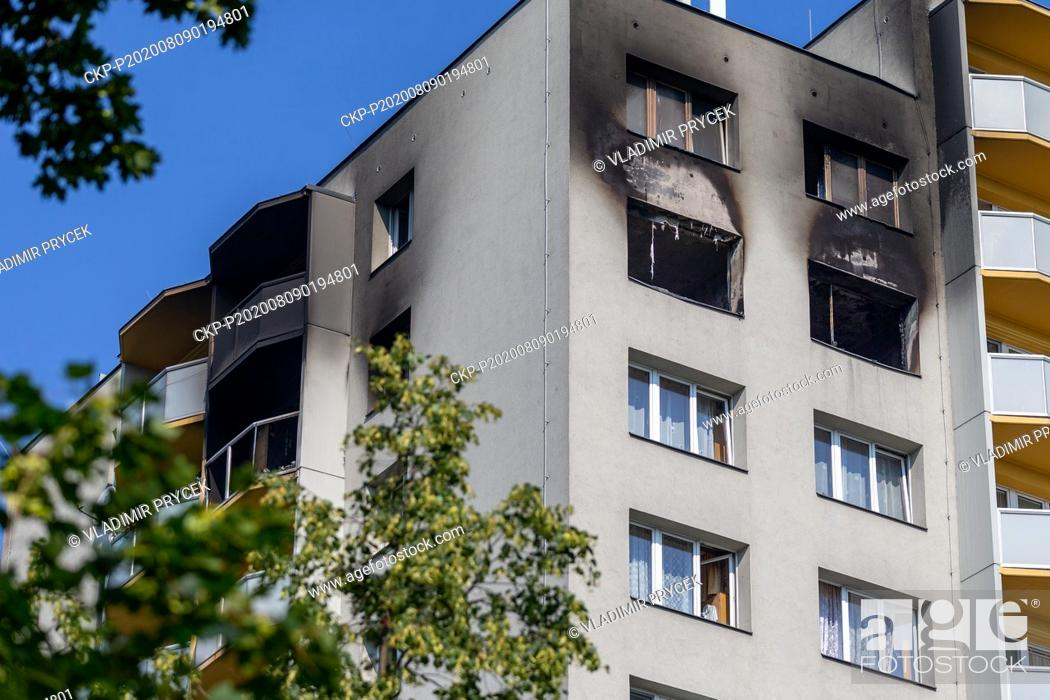 Imagen: A pre-fab house in Bohumin, Czech Republic, is seen on August 9, 2020, one day after eleven people died in the house due to fire attack.