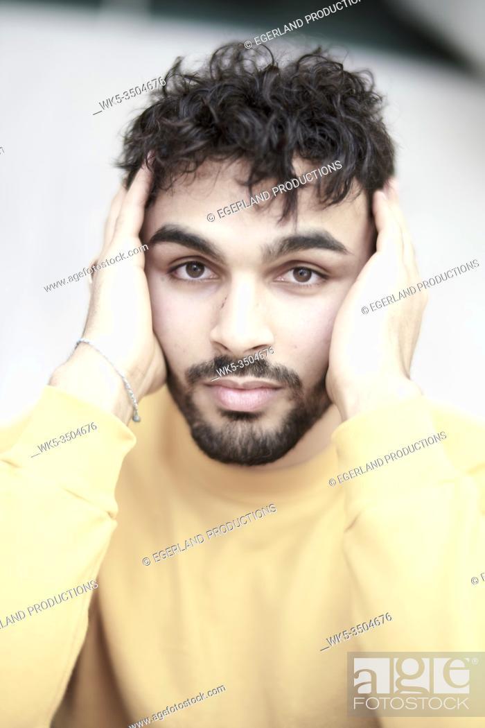 Imagen: Portrait of young man feeling worries.