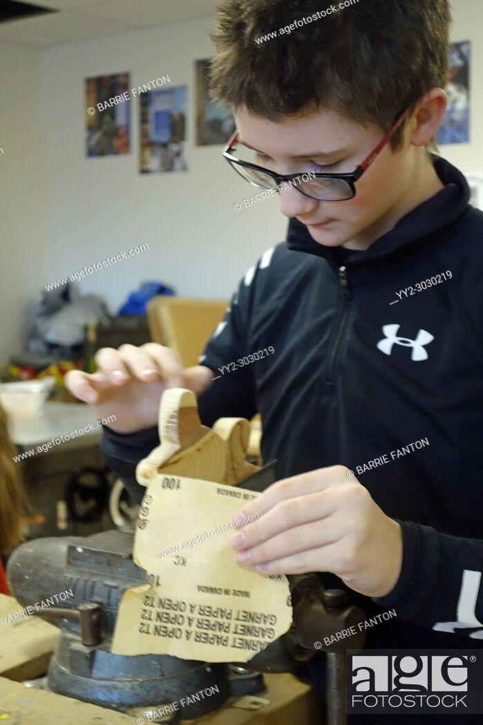 Imagen: 8th Grade Boy Sanding in Technology Class, Wellsville, New York, USA.