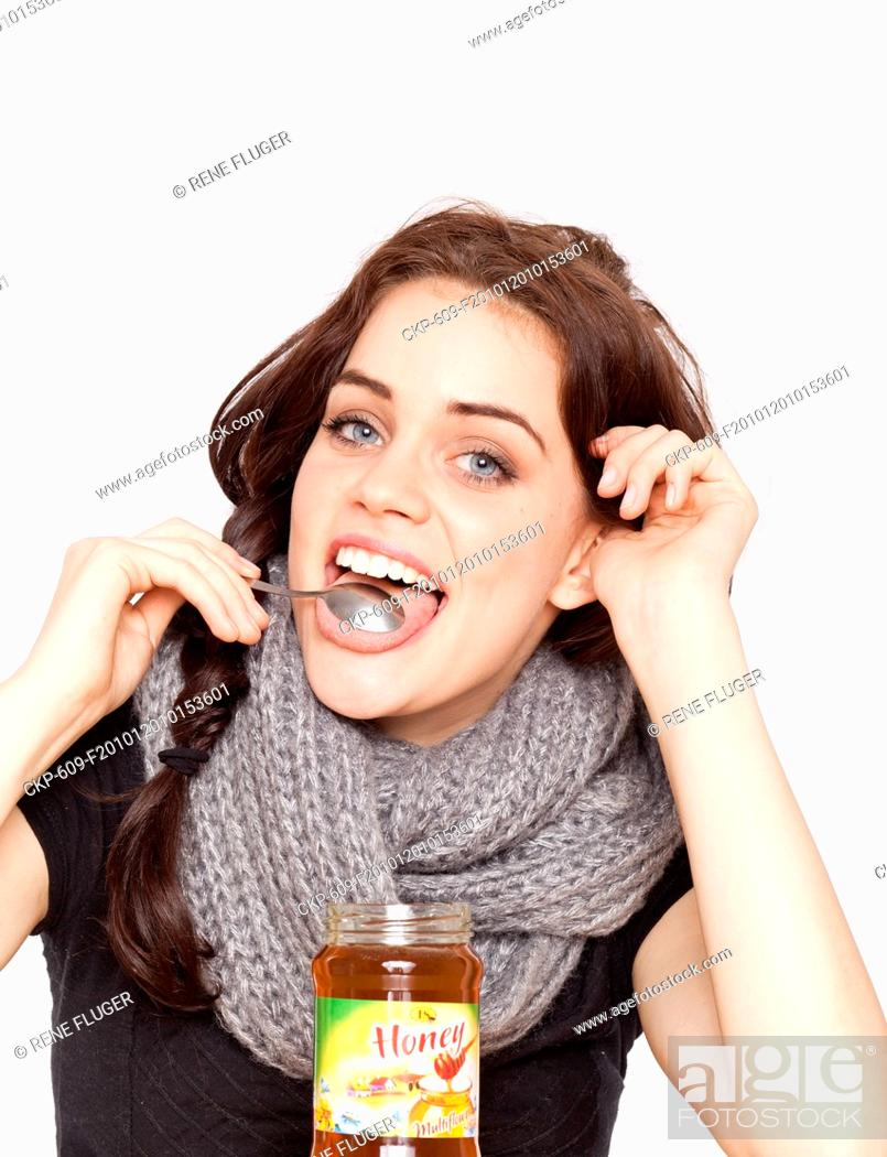 Imagen: A beautiful young woman, lady, girl, cold, runny nose, headache, tea, honey, spoon, scarf.