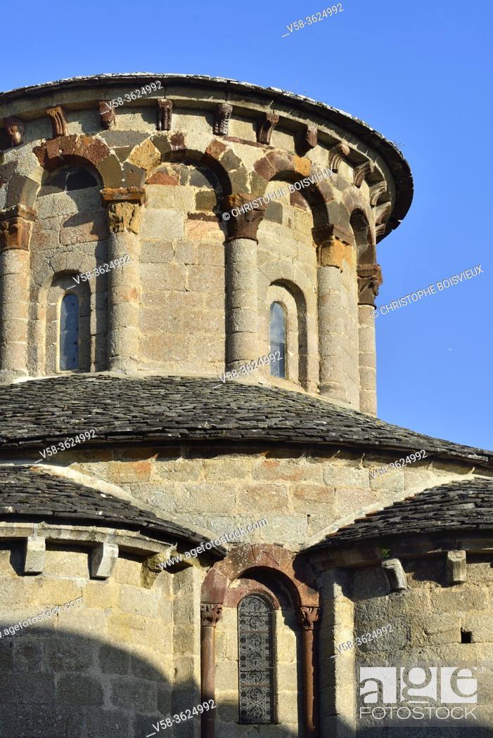 Imagen: France, Cantal, Parc naturel régional de l'Aubrac, St Urcize, Eglise Saint-Pierre-et-Saint-Michel (12th C).