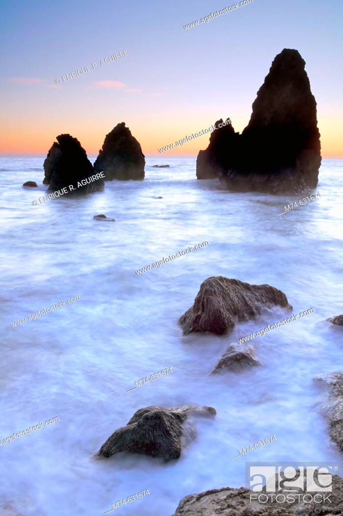 Stock Photo: Sea stacks at Rodeo Cove, Golden Gate NRA, Marin Headlands, San Francisco, California, USA.