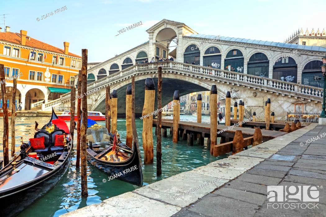Stock Photo: Grand Canal, Rialto Bridge, Venice, Veneto, Italy.