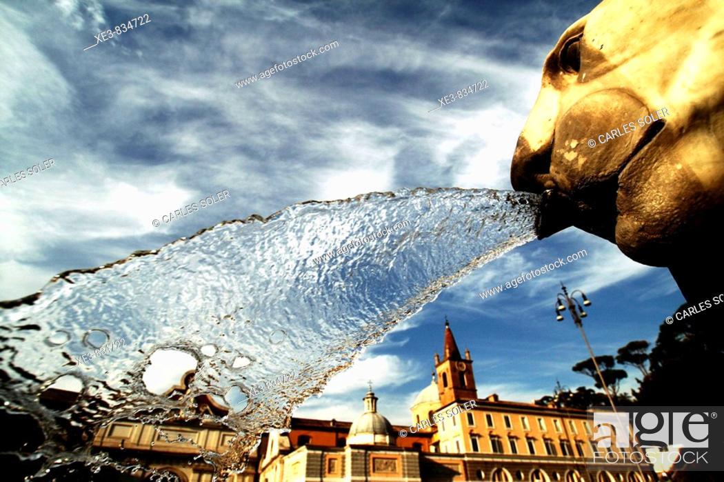 Stock Photo: Detalle de uno de los leones que custodian el obelisco de la Piazza del Popolo, Roma.