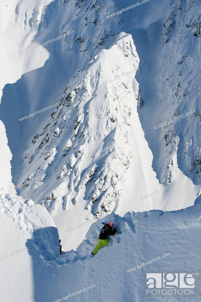 Imagen: High angle view of snowboarder walking along snowy ridge; Methven, New Zealand.