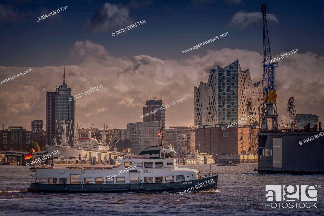 Stock Photo: Germany, Hamburg, Elbe, harbor, St. Pauli, Am Fischmarkt, view to Elbphilharmonie.