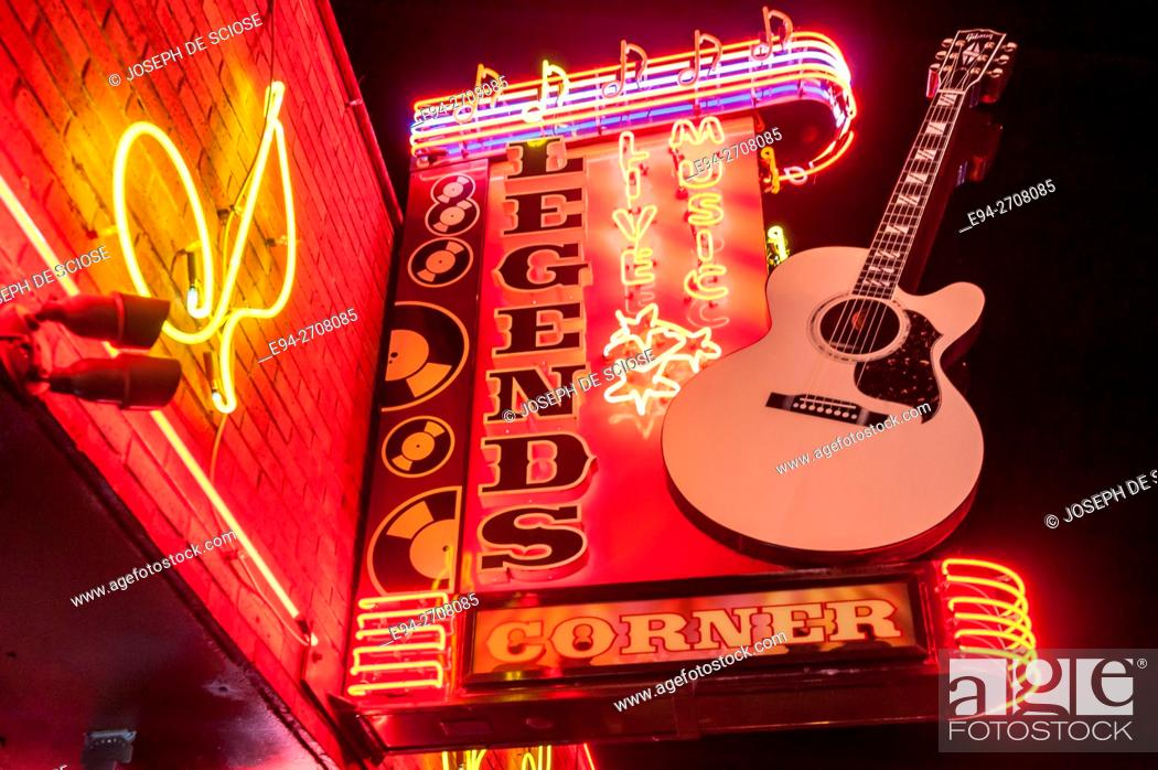 Photo de stock: Lighted store signage in Nashville, Tennessee.