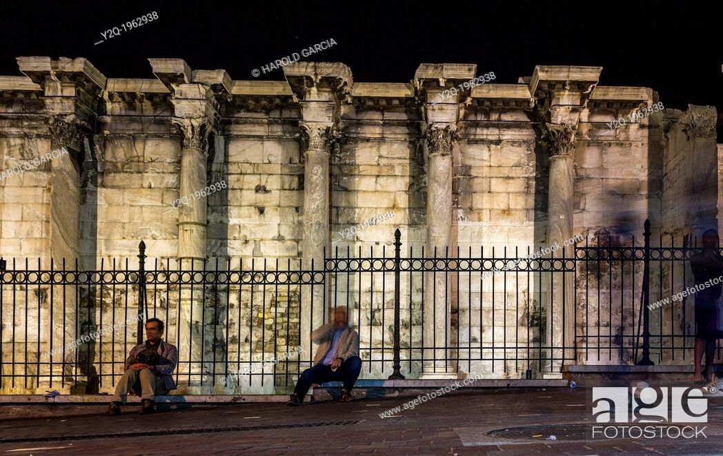 Imagen: Corinthian columns of the west wall ruins of the Hadrian's Library in the Roman Agora in Athens, Greece.
