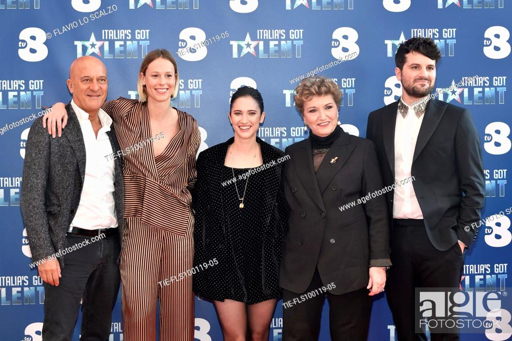 Imagen: The actor Claudio Bisio, swimmer Federica Pellegrini, singer Lodovica Comelli, record producer Mara Maionchi and the actor Frank Matano during the photocall of.