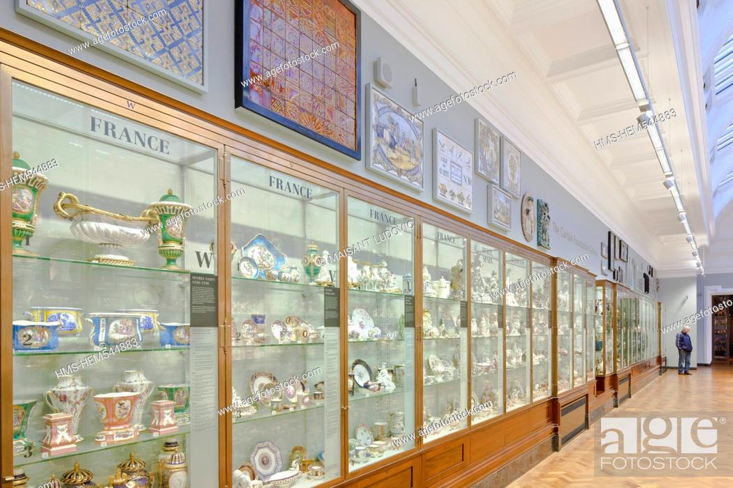 Stock Photo: United Kingdom, London, South Kensington, Victoria and Albert Museum V&A Museum founded in 1852, specialised in Decorative Arts, design.