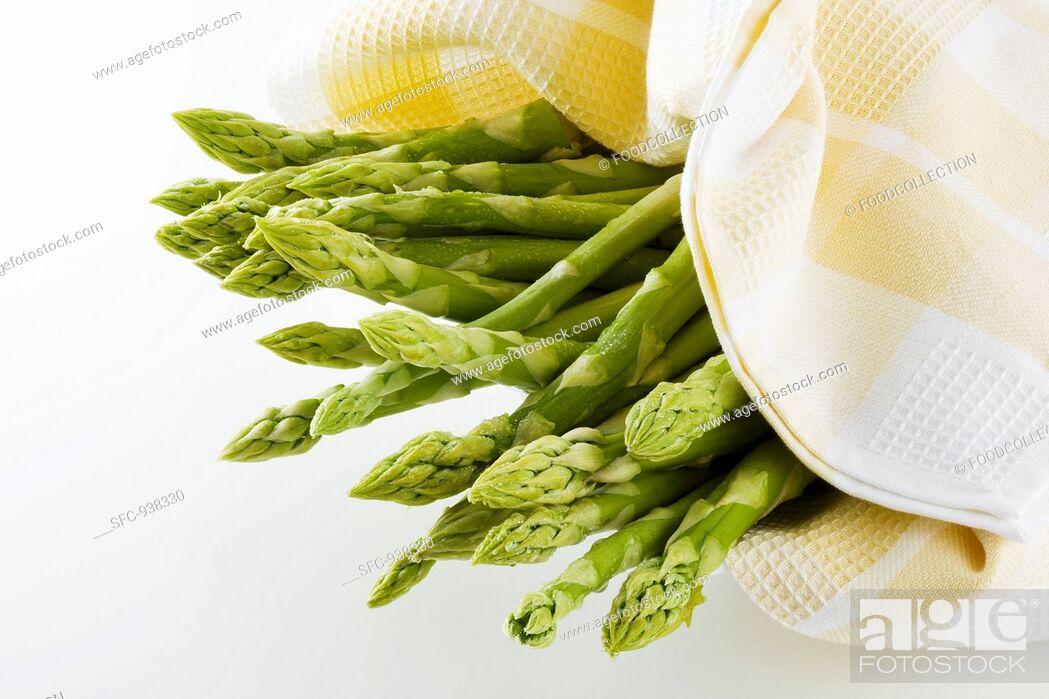 Stock Photo: Green asparagus in tea towel.