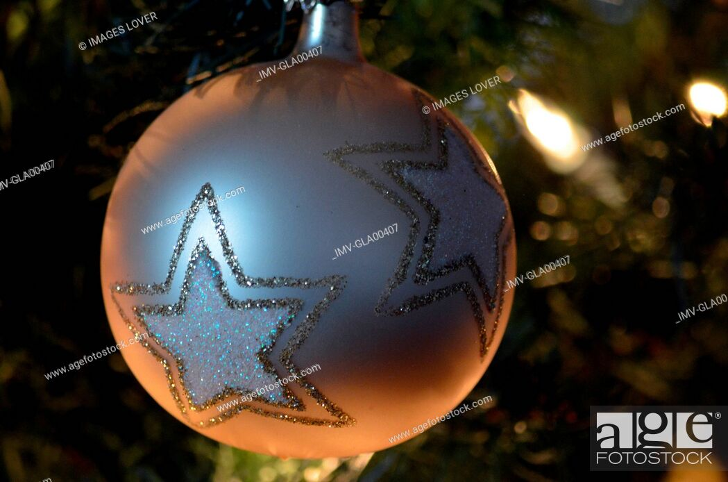 Imagen: Christmas decorations on Tree.