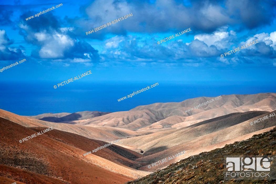 Stock Photo: 06 December 2019, Spain, Chilegua: Mountains near the Atlantic coast in the west of the island. Photo: Soeren Stache/dpa-Zentralbild/ZB.