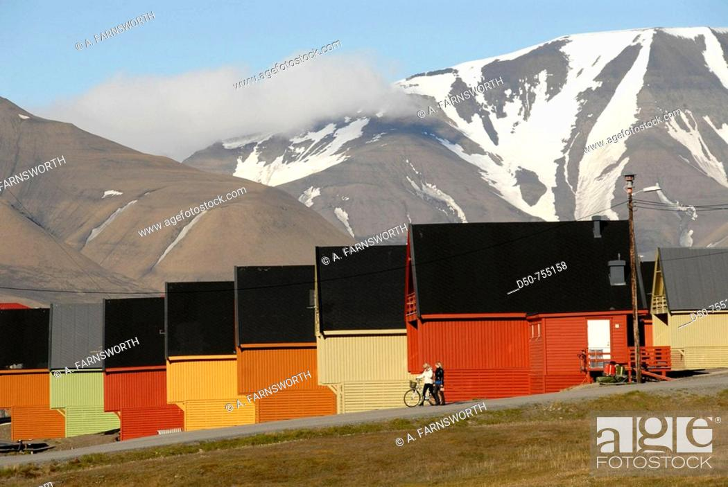 Imagen: Spitsbergen, Svalbard, Norway. Summer landscape outside Longyearbyen, the capital of these far flung islands 1000 kilometers from the North Pole.