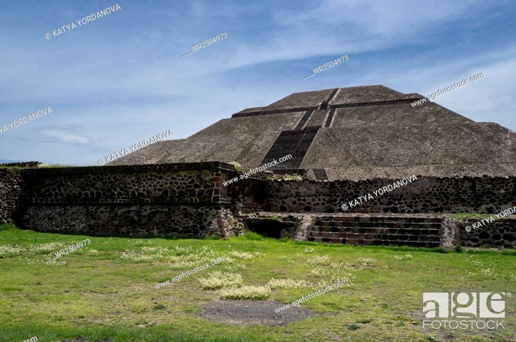 Stock Photo: Pyramid of the Sun in Teotihuacan.