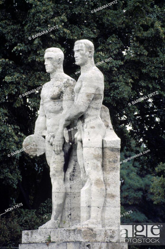 Stock Photo: Berlin-Charlottenburg/ Figuren am Olympiastadion.