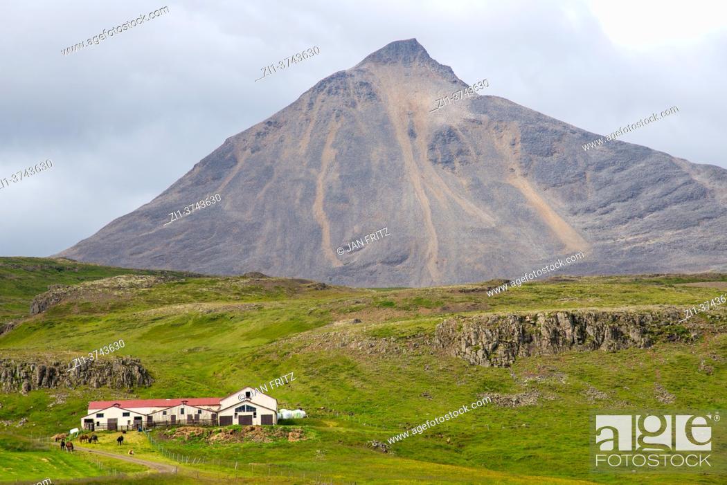 Photo de stock: view at Gabrokargigar vulcano and farm at Iceland.