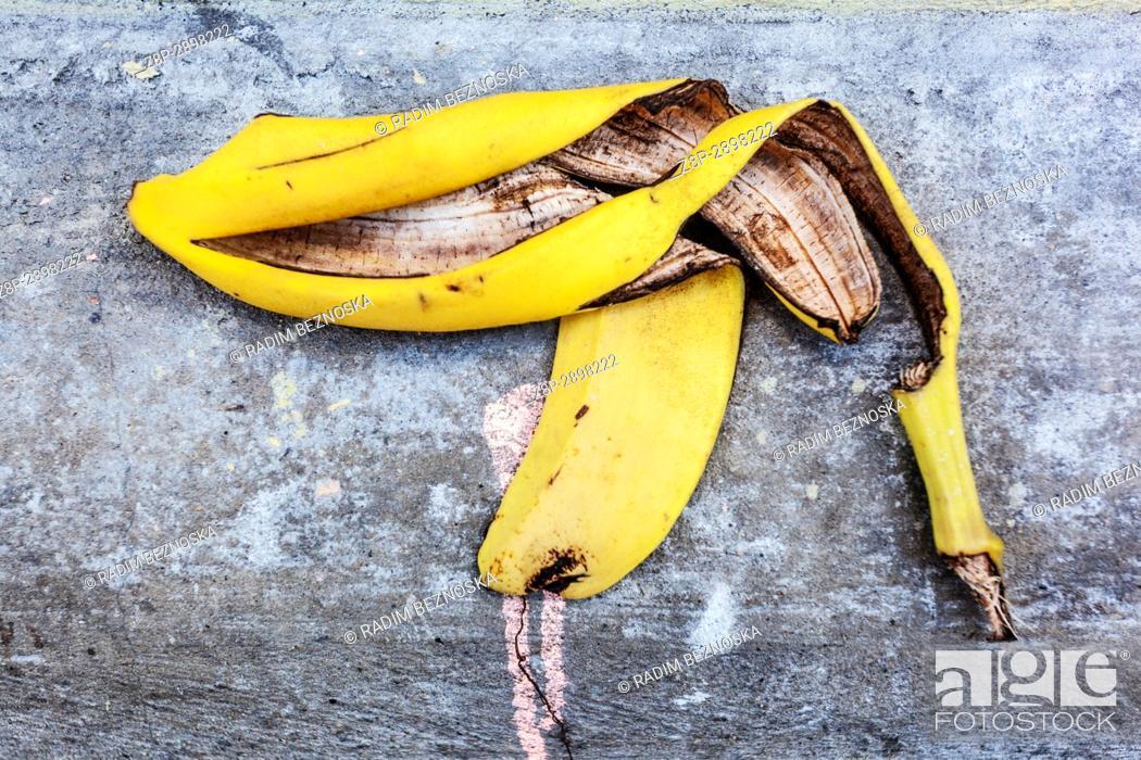 Imagen: Banana peel as a gun.