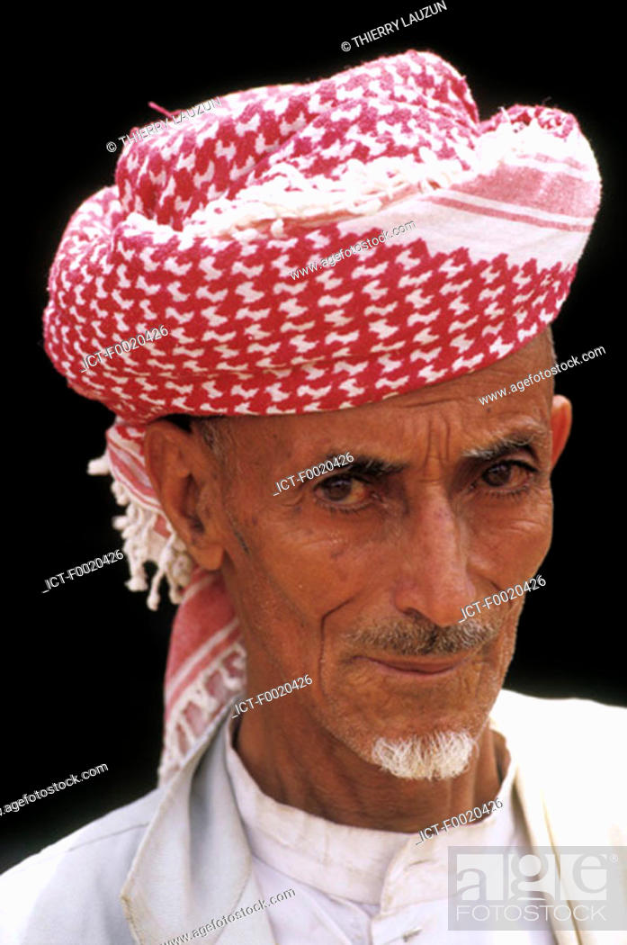 Stock Photo: Yemen, Shahara, man portrait.