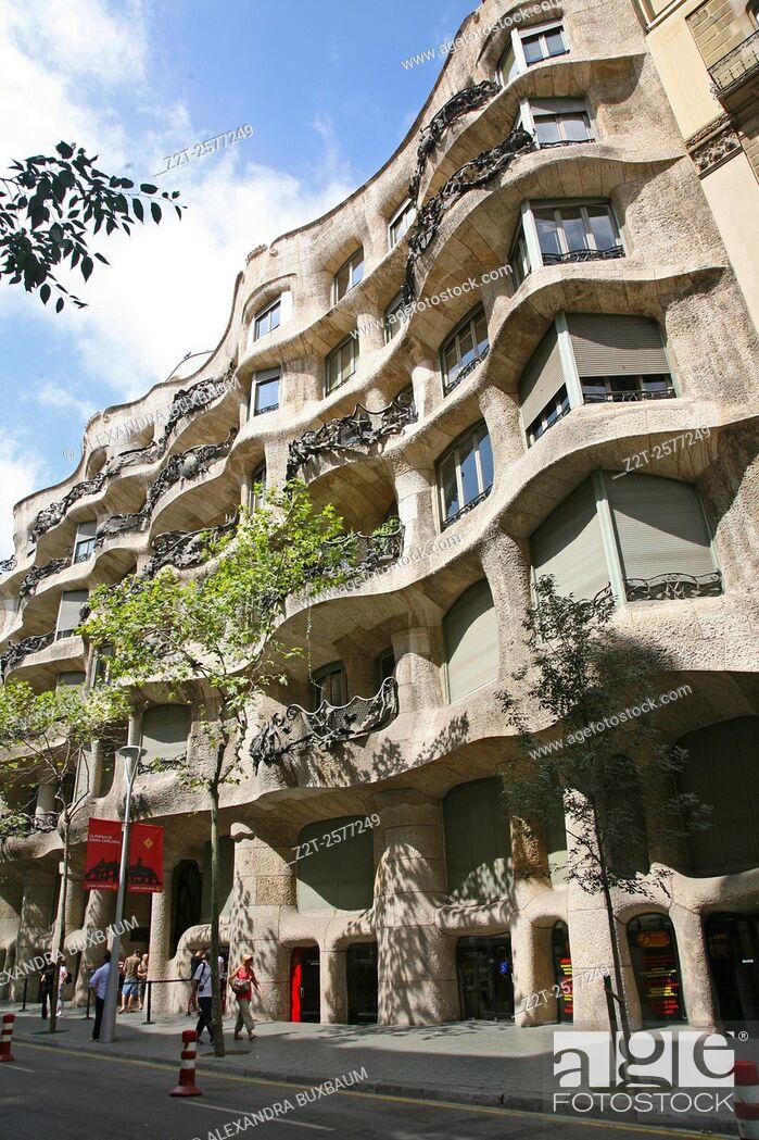 Photo de stock: Antonio Gaudi's La Pedrera building, Barcelona, Spain.