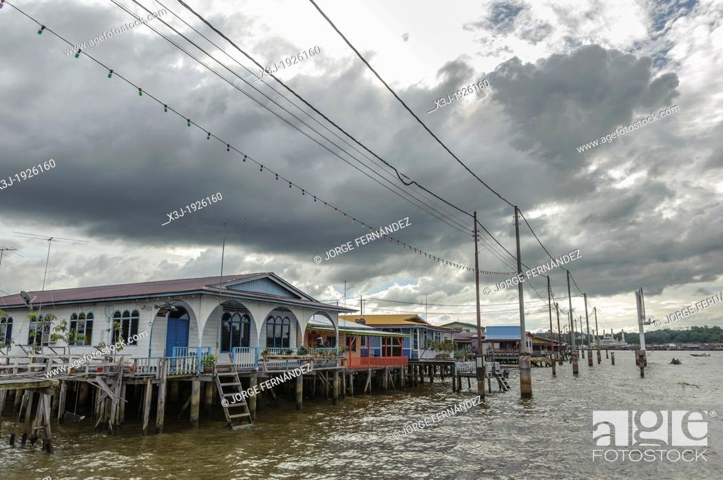 Stock Photo: Stilt houses of the Kampung Ayer neighbourhood, Bandar Seri Bengawan, Brunei, Asia.