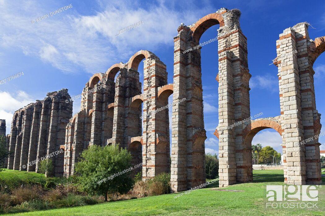 Imagen: Europe, Spain, Badajoz, Merida, Roman Acueducto de los Milagros or 'Miraculous Aqueduct'.