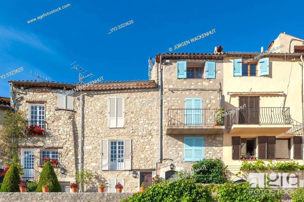 Imagen: Townscape with typical buildings, Saint-Cezaire-sur-Siagne, Alpes-Maritim, Provence-Alpes-Cote d`Azur, France, Europe.