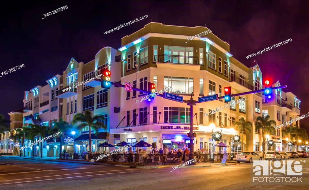 Imagen: Night scene of building at intersection of West Marion and Taylar Streets in Punta Gorda Florida.