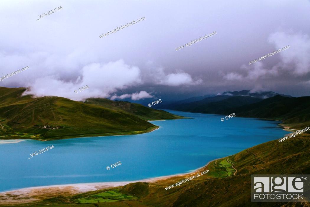 Imagen: Beautiful view of Yamdrok Lake, Tibet.