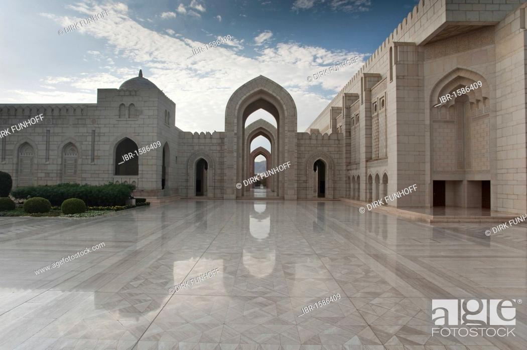 Photo de stock: Inner part of the Sultan Quaboos Grand Mosque, Capital Area, Oman, Middle East.