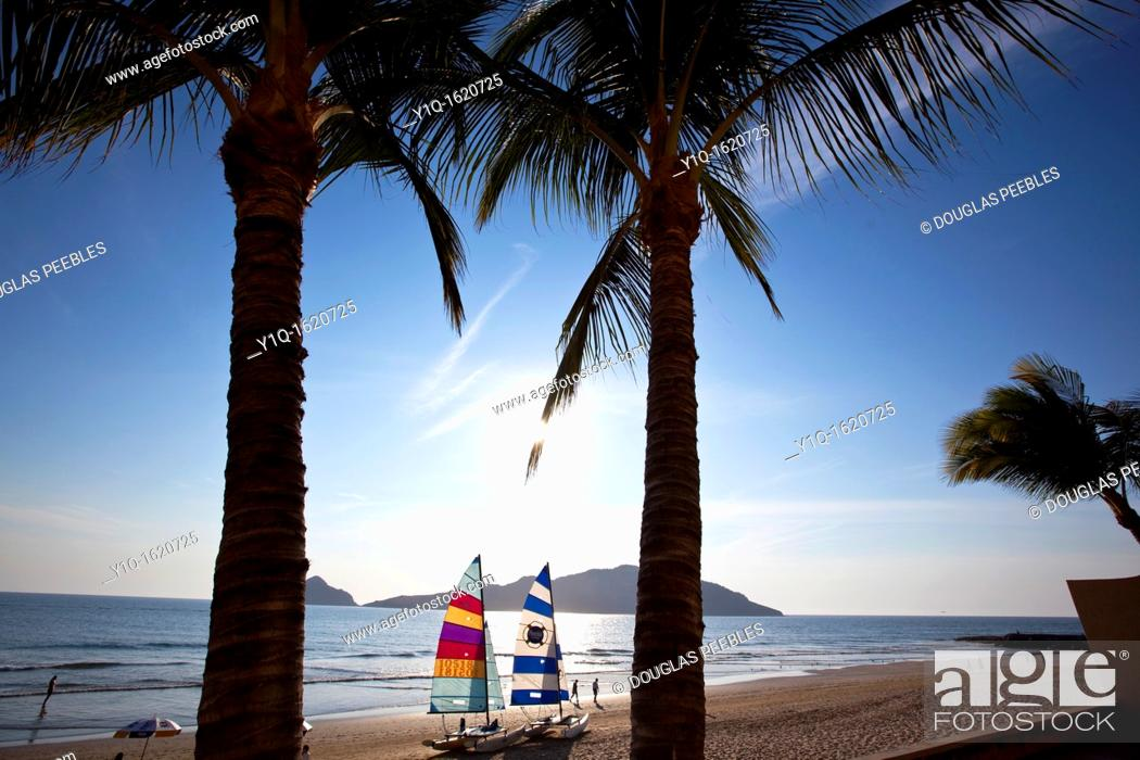Stock Photo: Playa Mazatlan, Mazatlan, Sinaloa, Mexico.