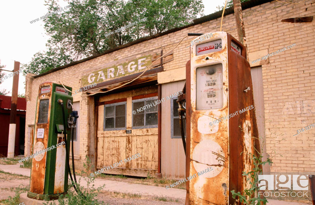 Stock Photo: USA, Utah, Scipio. Abandoned Sinclair gas station.