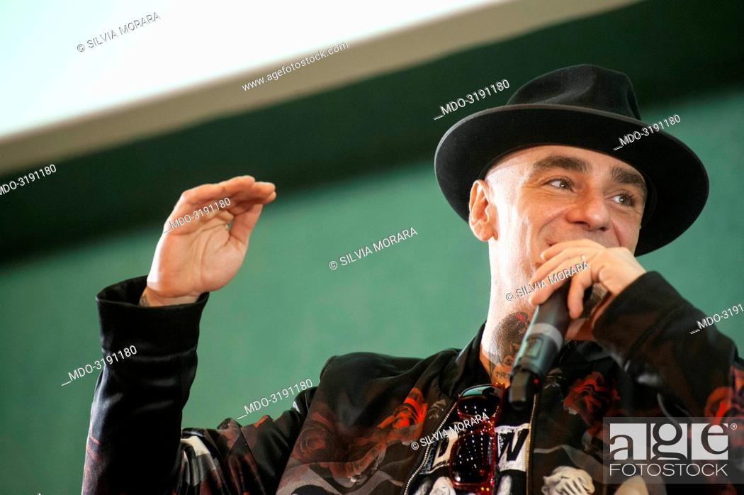 Imagen: Rapper J-Ax (Alessandro Aleotti) interviewed by journalist Gianni Poglio during the event Panorama d'Italia. Varese, Italy. 29 May 2015.