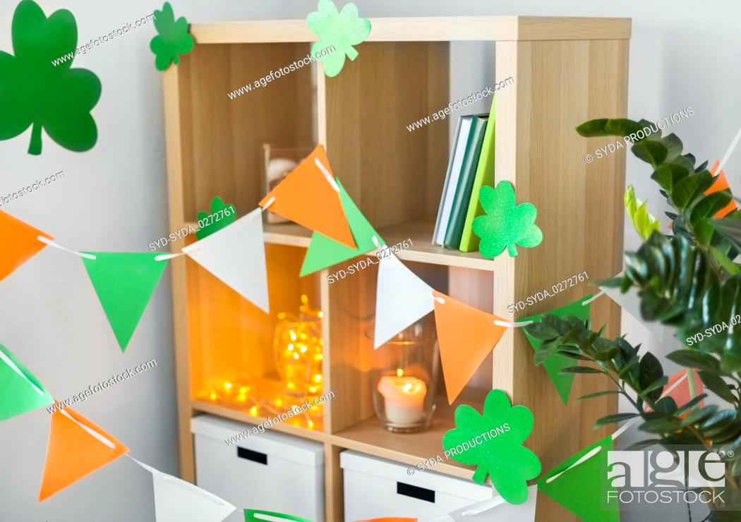 Imagen: home interior decorated for st patricks day party.